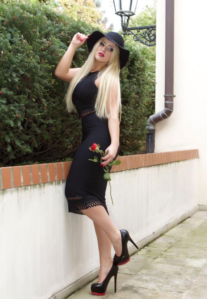 alejandra berlin with a red rose